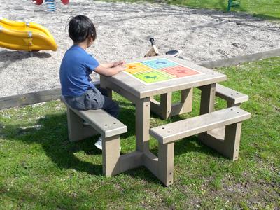 mobilier scolaire pour enfant en plastique recyclé