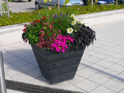 jardinières et mobilier de fleurissement en plastique recyclé