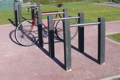 range-vélo en plastique recyclé et métal s'intégrant dans tous les environnements gamme